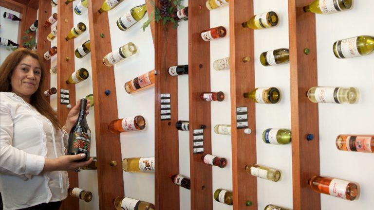Tienda Mundo Rural, espacio destinado a vinos campesinos. Región Ñuble